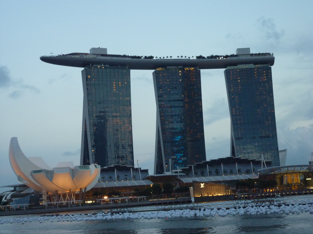 This week: Singapore's economic success thanks to its airport & more