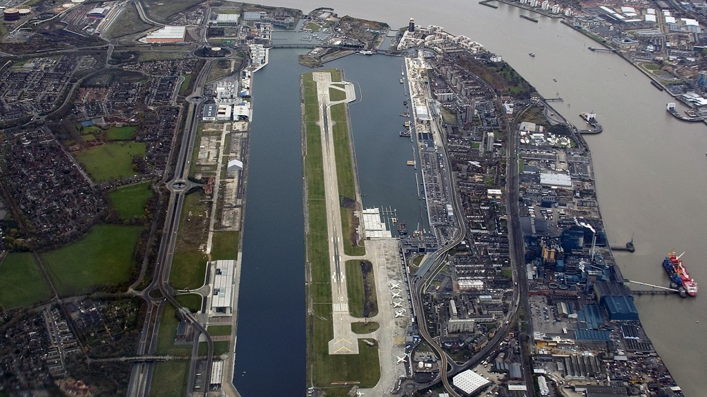Aerial view of London City Airport (2007)